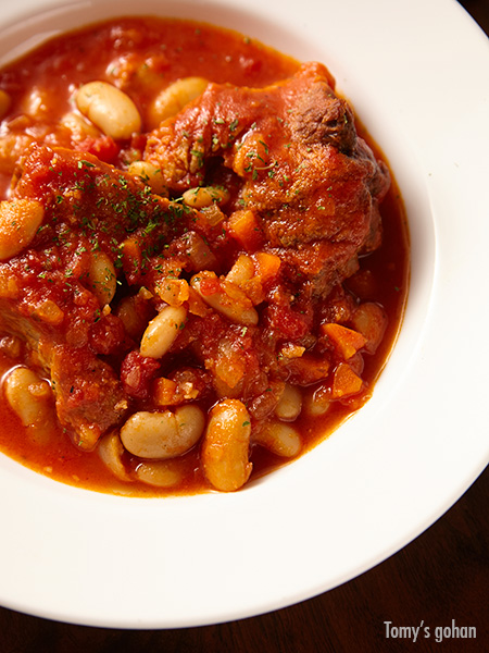 <!--豚肉-->スペアリブと白いんげん豆のトマト煮込み